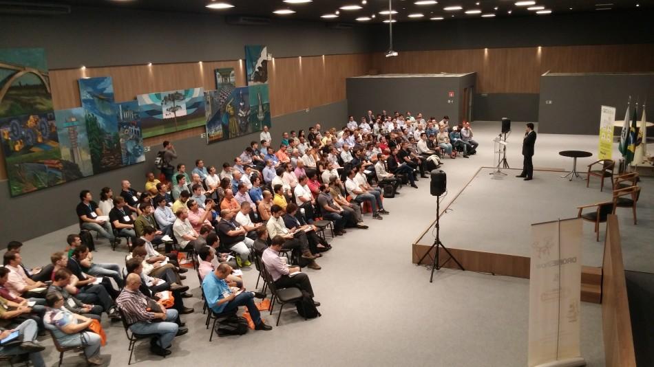 Debate sobre regulamentação dos Drones lotou o principal auditório do IEP