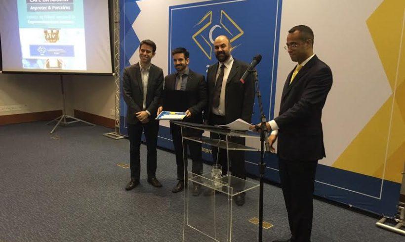 Horus recebe prêmio como segunda melhor empresa incubada do País