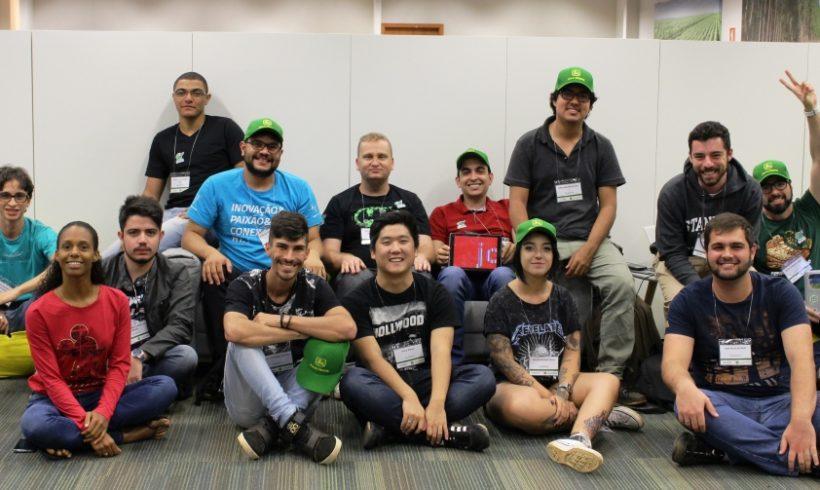 Finalistas de Hackathon visitam John Deere e realizam imersão em tecnologia