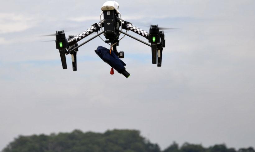 Drone realiza primeiro salvamento com boia auto inflável no Brasil