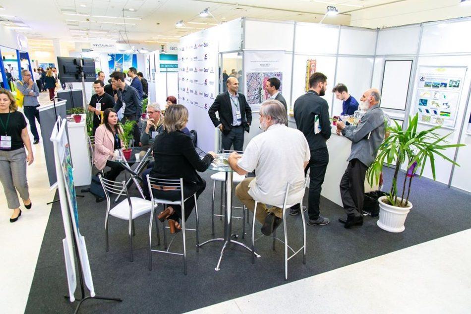 Estande da ANEA em edição recente da feira MundoGEO Connect e DroneShow