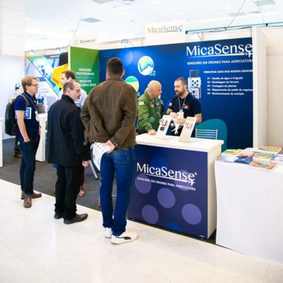 Estande da MicaSense na última edição do DroneShow e MundoGEO Connect