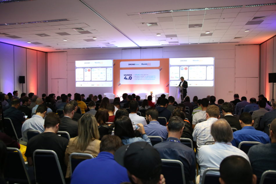 Conferência de Abertura do DroneShow e MundoGEO Connect (Foto: LEX Studio)