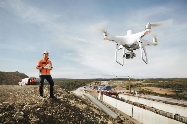 PHANTOM 4 RTK NO CANTEIRO DE OBRAS DJI lança o drone para mapeamento preciso Phantom 4 RTK