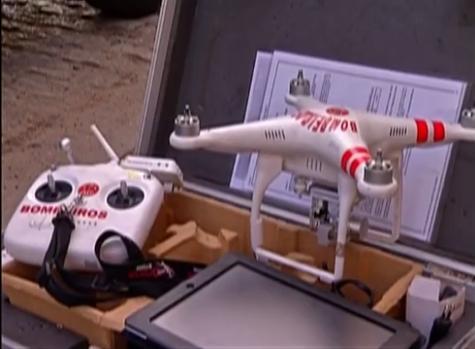 Bombeiros utilizam drone para conter incêndio em galpão de reciclagem