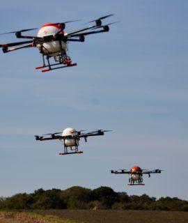 Empresas testam drones de pulverização que operam de modo coletivo
