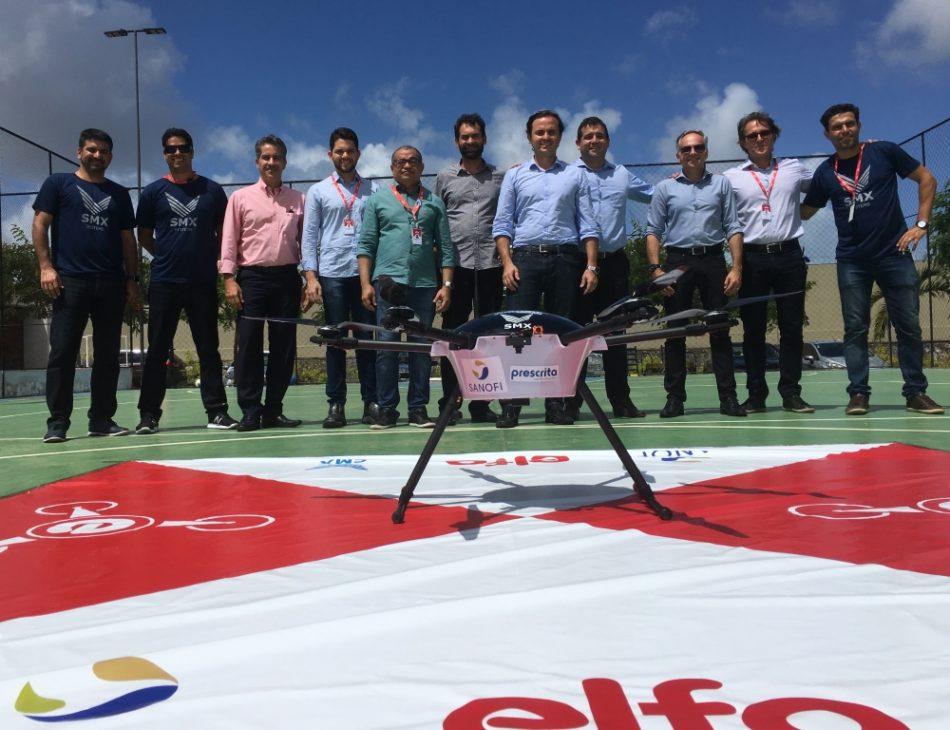 equipe envolvida na entrega de remedios com drones