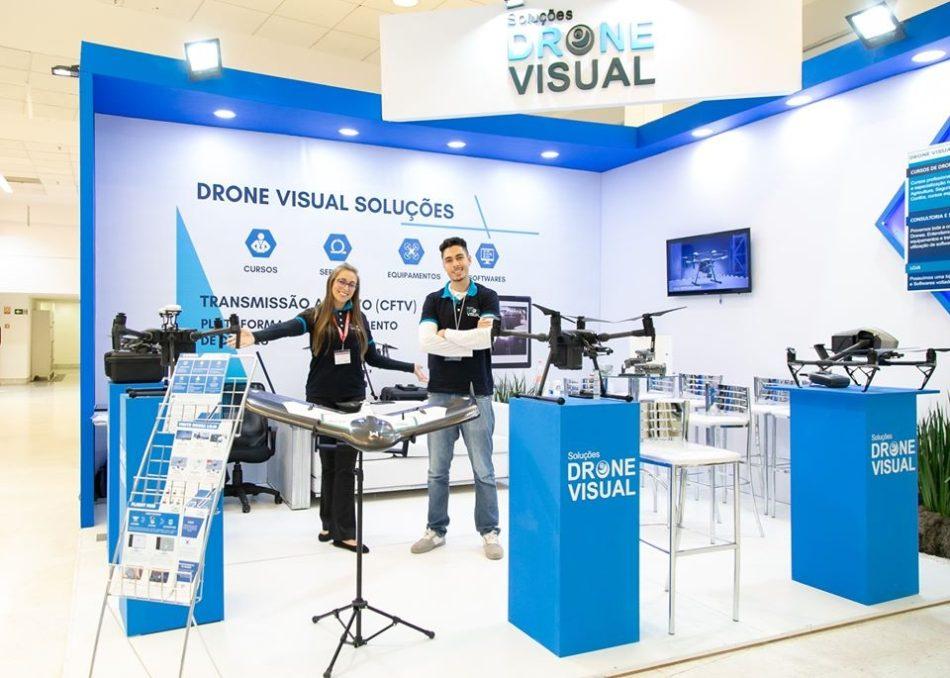 Estande da Drone Visual na última edição da feira DroneShow e MundoGEO Connect