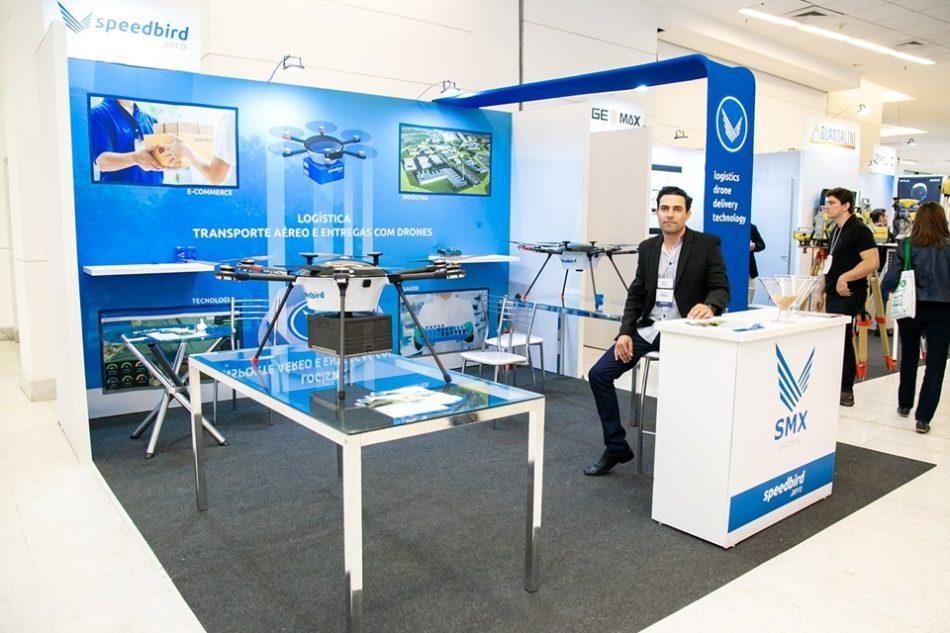 Drone da Speedbird Aero em exposição em edição recente da feira MundoGEO Connect e DroneShow