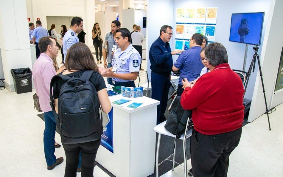 Estande do DECEA em edição recente da feira MundoGEO Connect e DroneShow