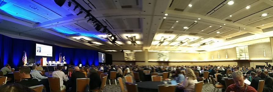 Salão principal do 2019 FAA UAS Symposium, com cerca de 1500 participantes