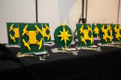 trofeus dos premios droneshow e mundogeo connect 2019